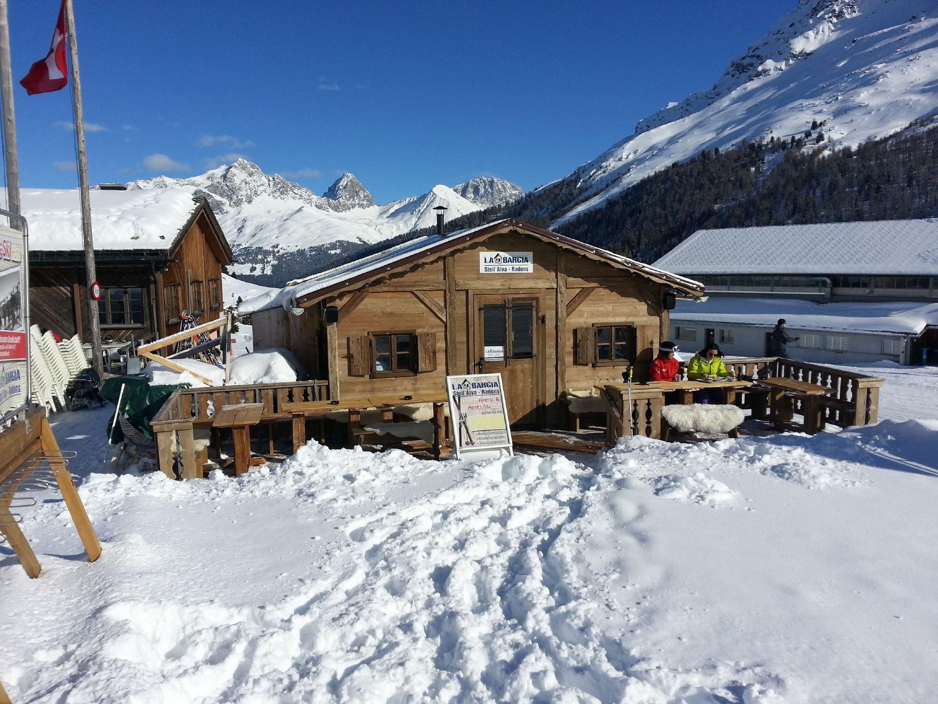 la Bargia Aprés-Ski Bar Skipiste Savognin Radons Riom Heidipiste Skifahren Party Musik DJ Band